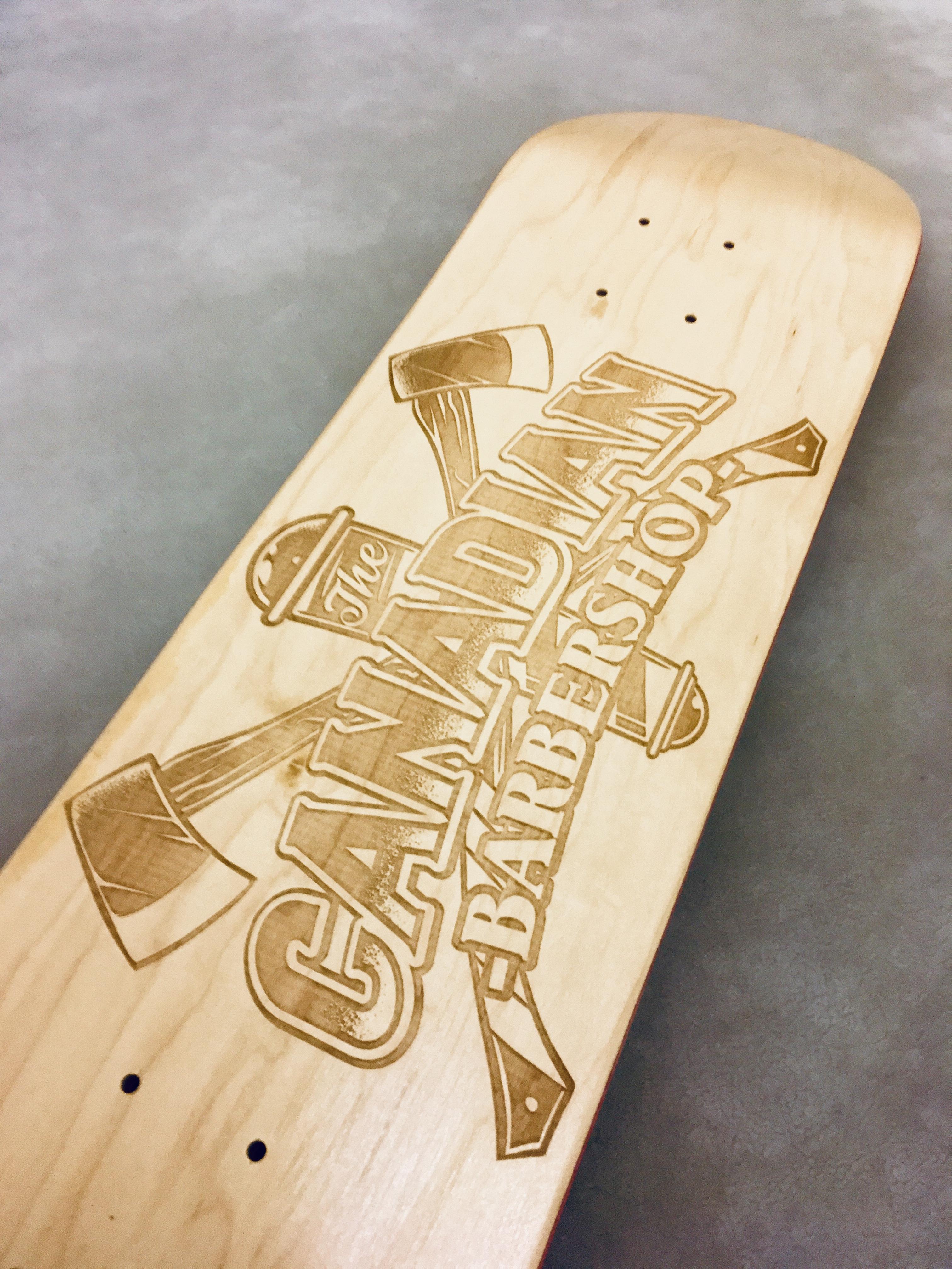 Gravírování skateboardové desky