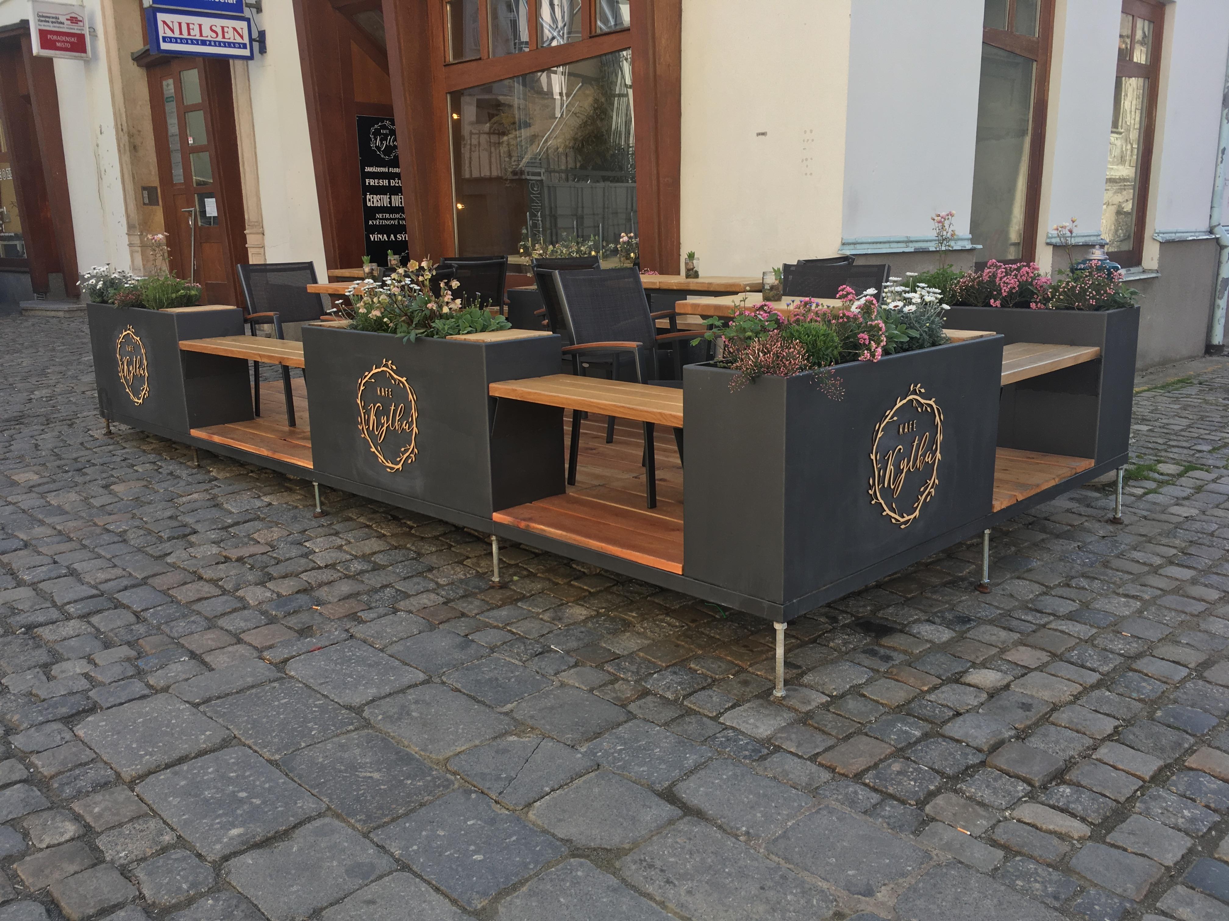 Dřevěná loga pro zahrádku kafe kytka