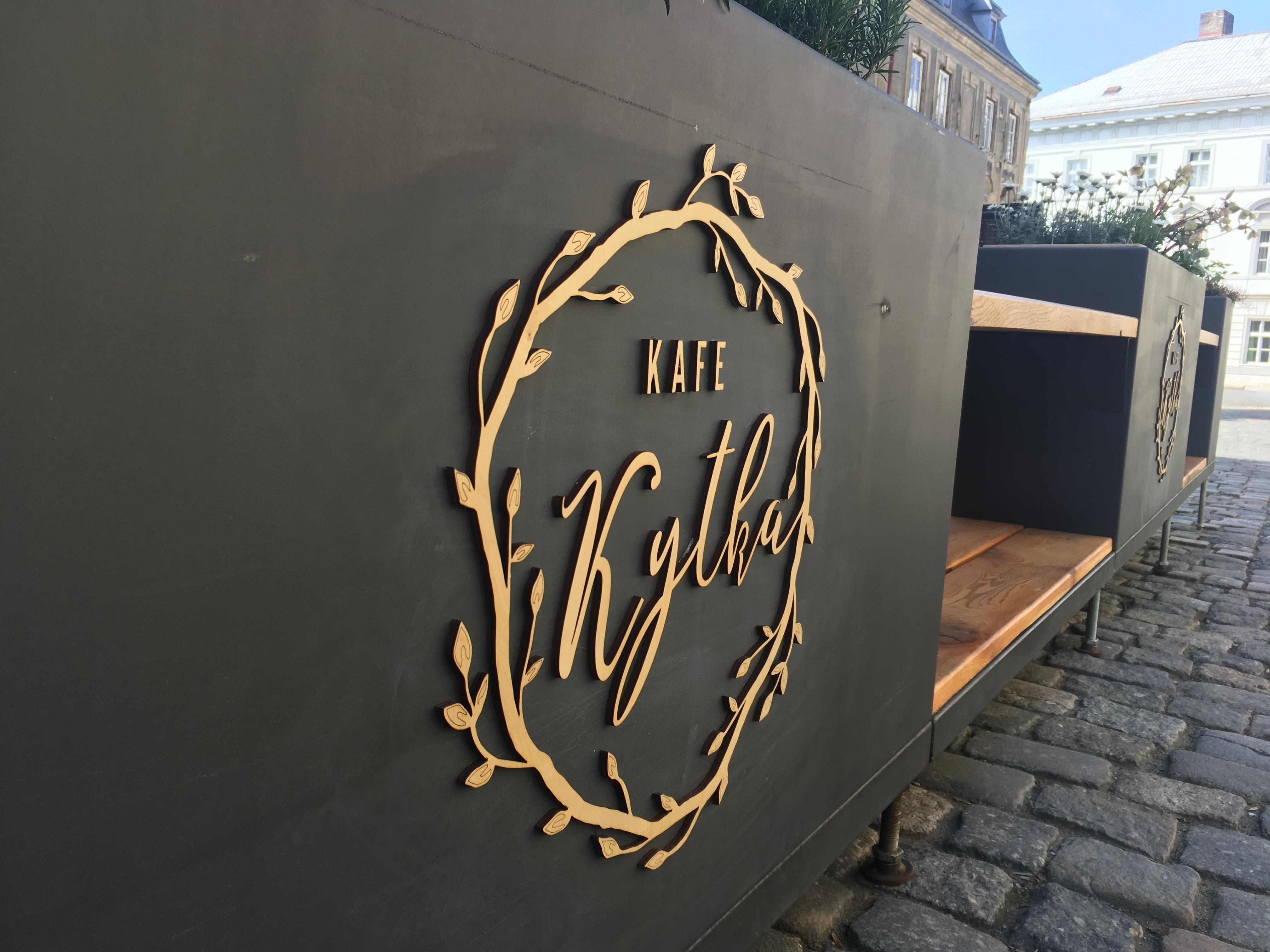 Dřevěné logo