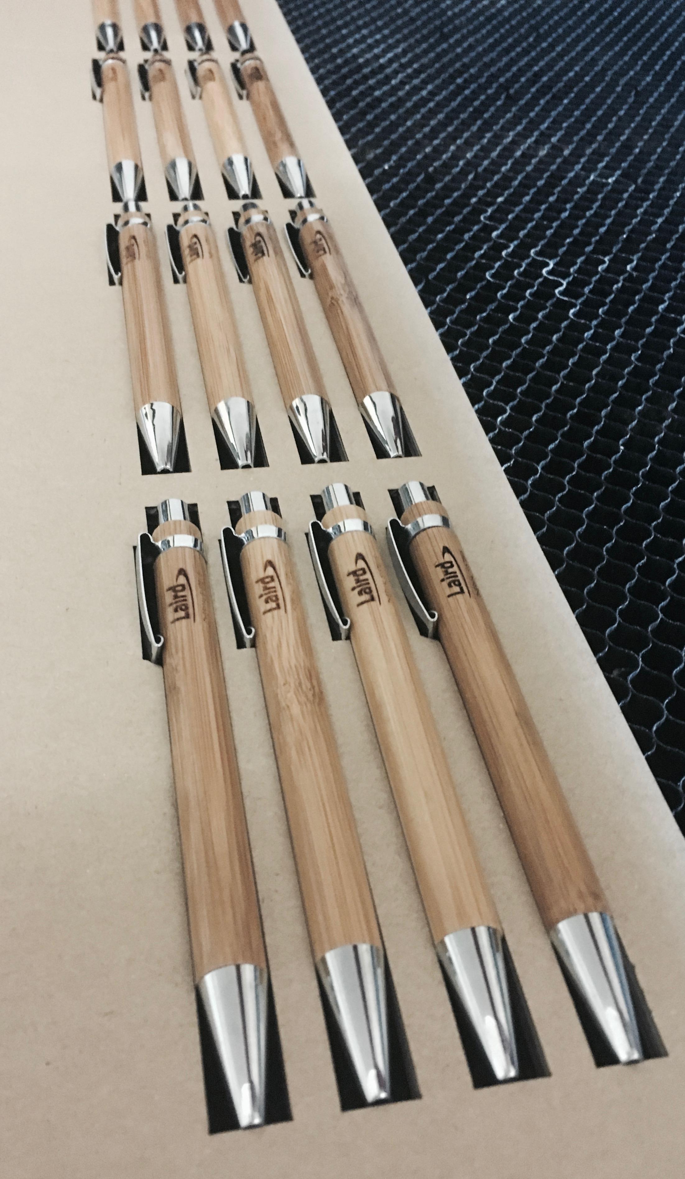Gravírování bambusových propisek