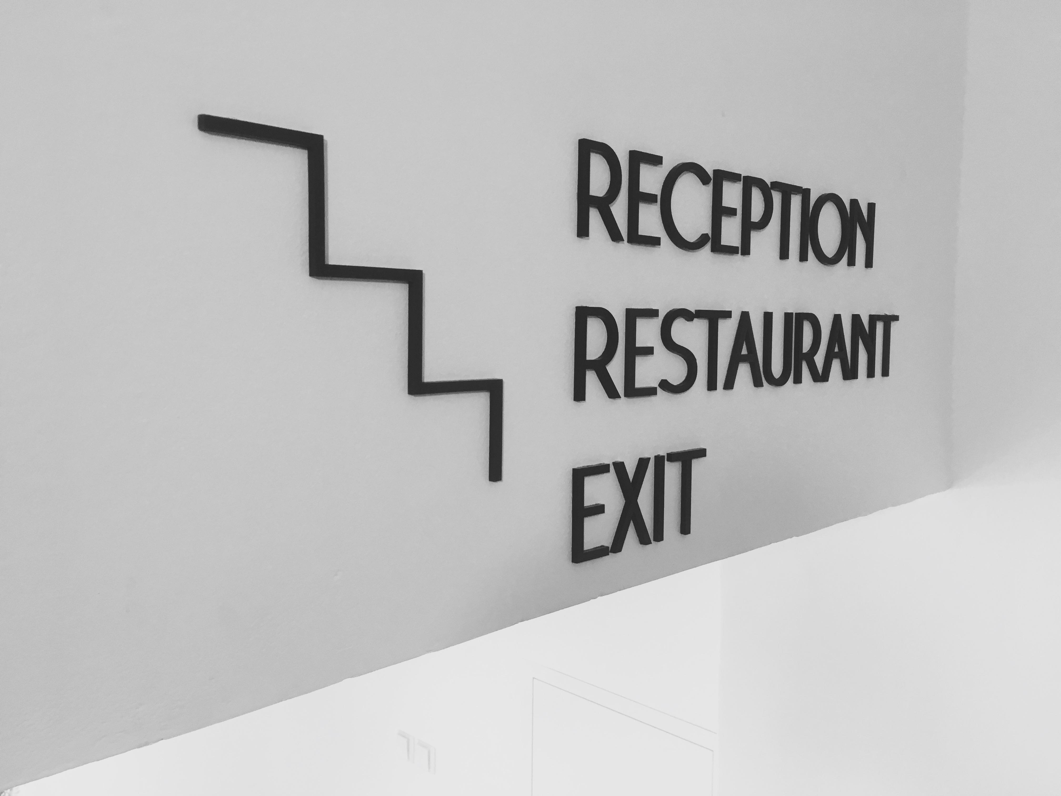 Informační označení hotelu, Vystouplý text / číslice , matný povrch