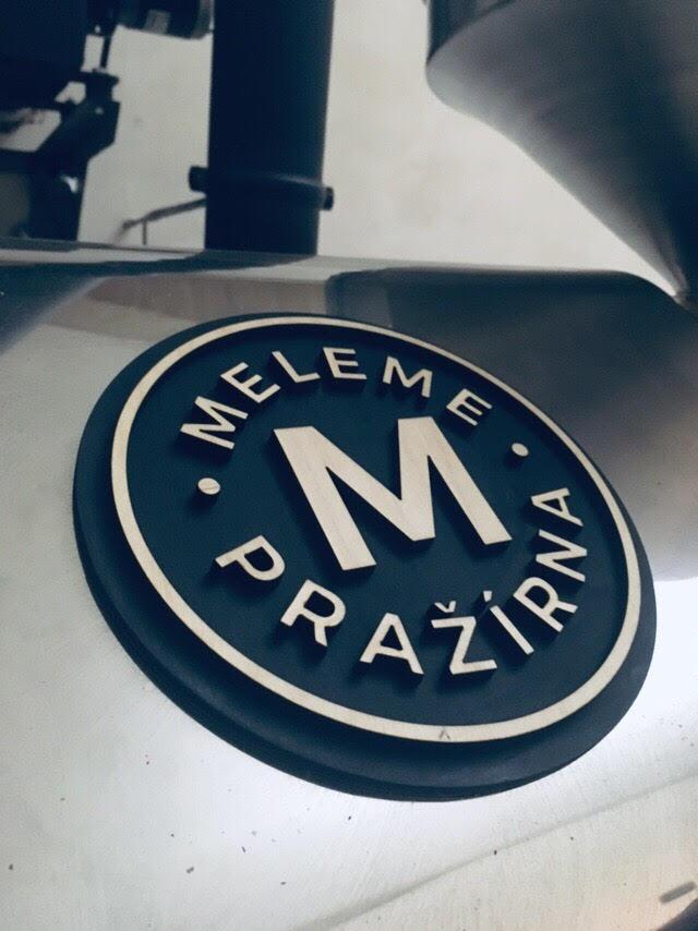 Dřevěné logo pro zušlechtní kávovaru a pražícího zařízení
