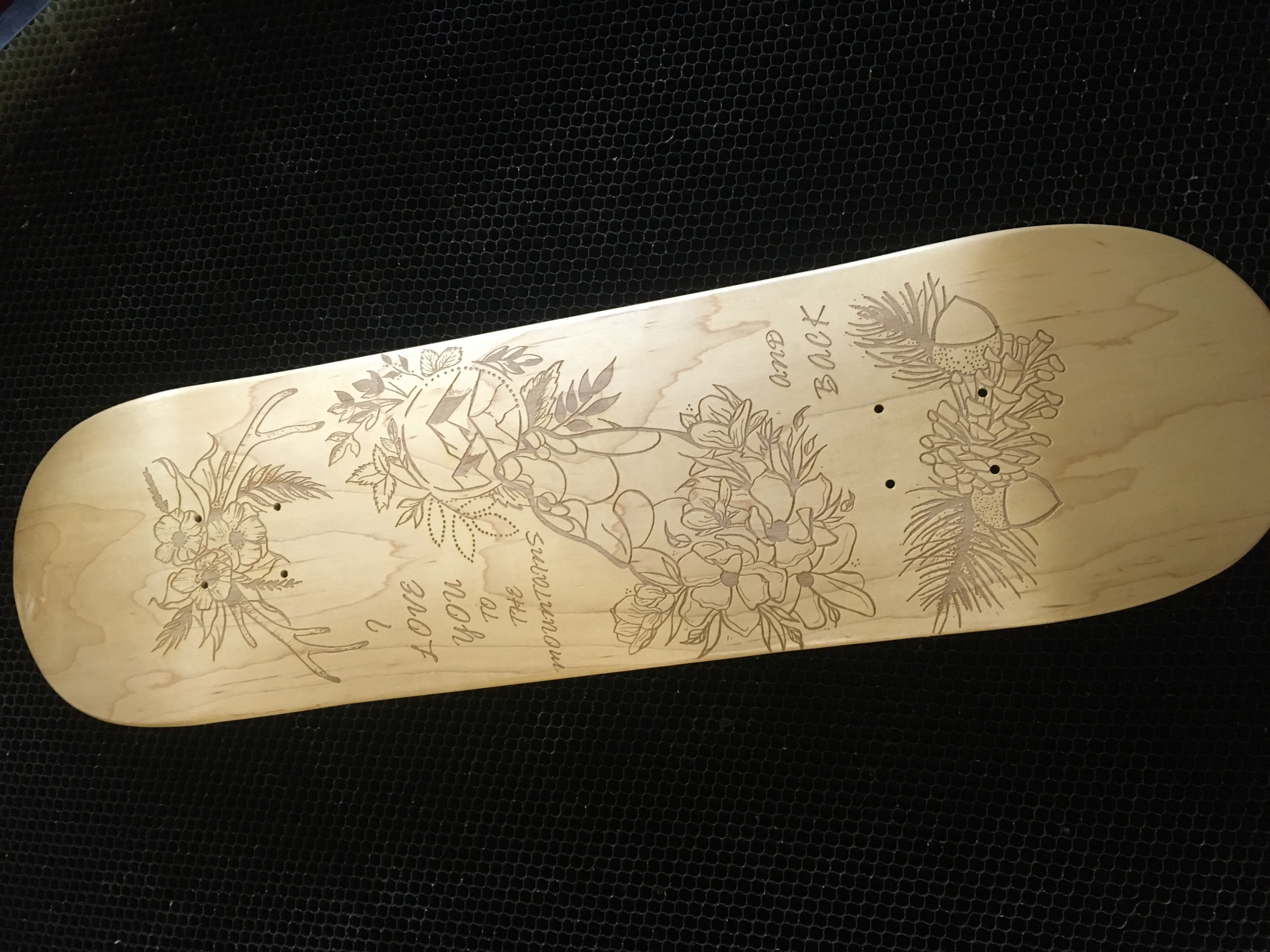 gravírovaný skateboard