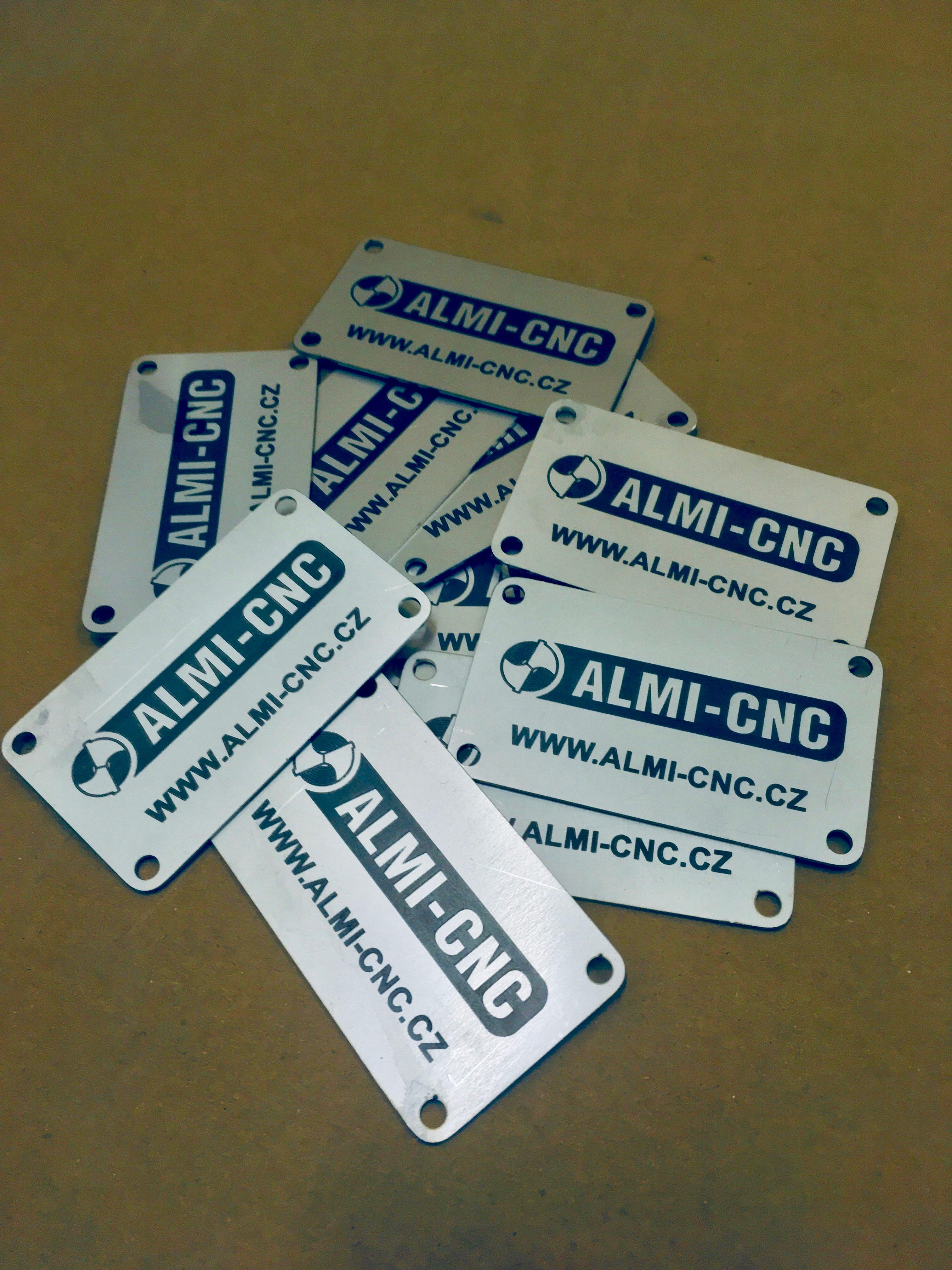 Výroba kovových štítků